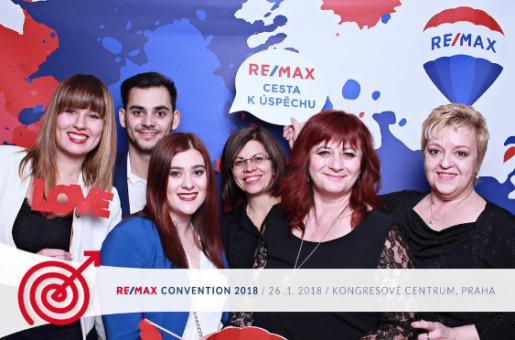 Od rozhlasové stanice k vedení realitní kanceláře RE/MAX... Zpočátku se franchisantka aktivně vzdělávala a tvrdě pracovala jako makléřka, nyní vede tým 12 makléřů, kterým jde svým pracovním nasazením příkladem