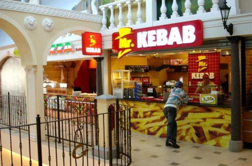 Zakladatel konceptu Mr. KEBAB Ľubor Lelovits vybudoval díky svým znalostem marketingu konkurenceschopný projekt. Připojte se k němu i Vy a otevřete si prověřený fast food v ČR!