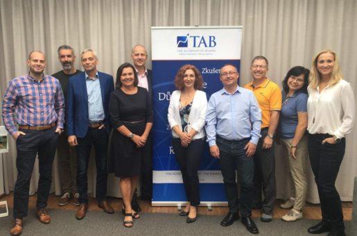 Náplní franšízového konceptu TAB Board je regionální pomocmajitelům malých a středních podniků s dosahováním vytyčených cílů a rozvojem jejich byznysu