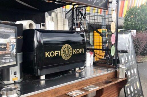 """Franchisa KofiKofi do konce roku plánuje otevřít dva mobilní """"KofiTrucky"""". Ideálně vPraze, ale nebrání se ani jiným městům. Novým podnikatelům nabízí zázemí silné značky, cenné know-how a možnost připravovat milovníkům kávy opravdovou kvalitu i v """"to go"""" pojetí."""